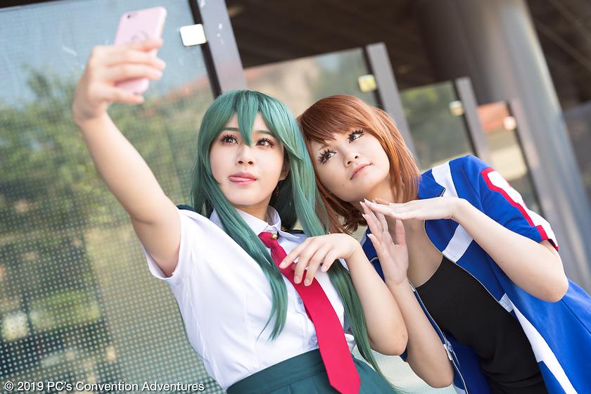 ayasuni cosplaying as Tsuyu Asui and yuna.v_ as Ochaco Uraraka from My Hero Academia at FanimeCon